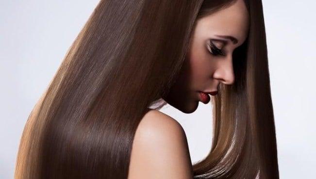 cheveux en bonne santé et lisse